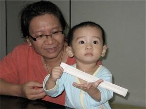 """""""姨媽,let me show you some kung-fu."""""""
